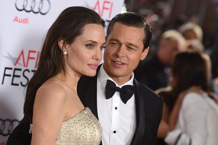 «Она еле сдерживает слезы»: Инсайдеры оботношении Анджелины Джоли кБрэду Питту