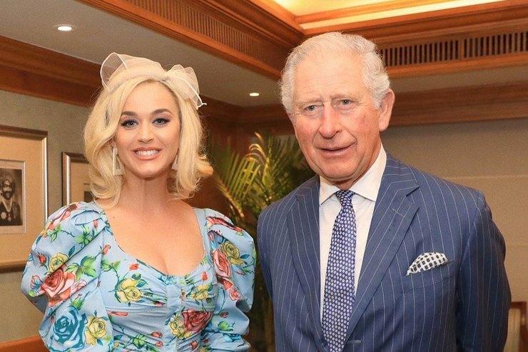 Кэти Перри пришла навстречу спринцем Чарльзом вплатье спикантным декольте