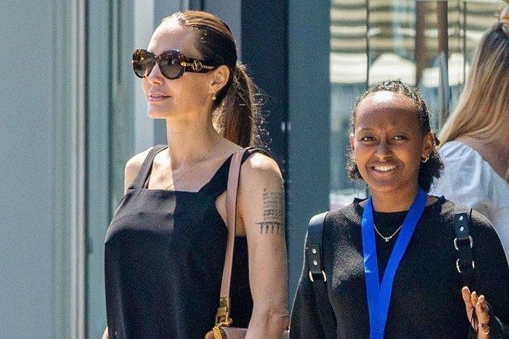 Анджелина Джоли сдочерью Захарой