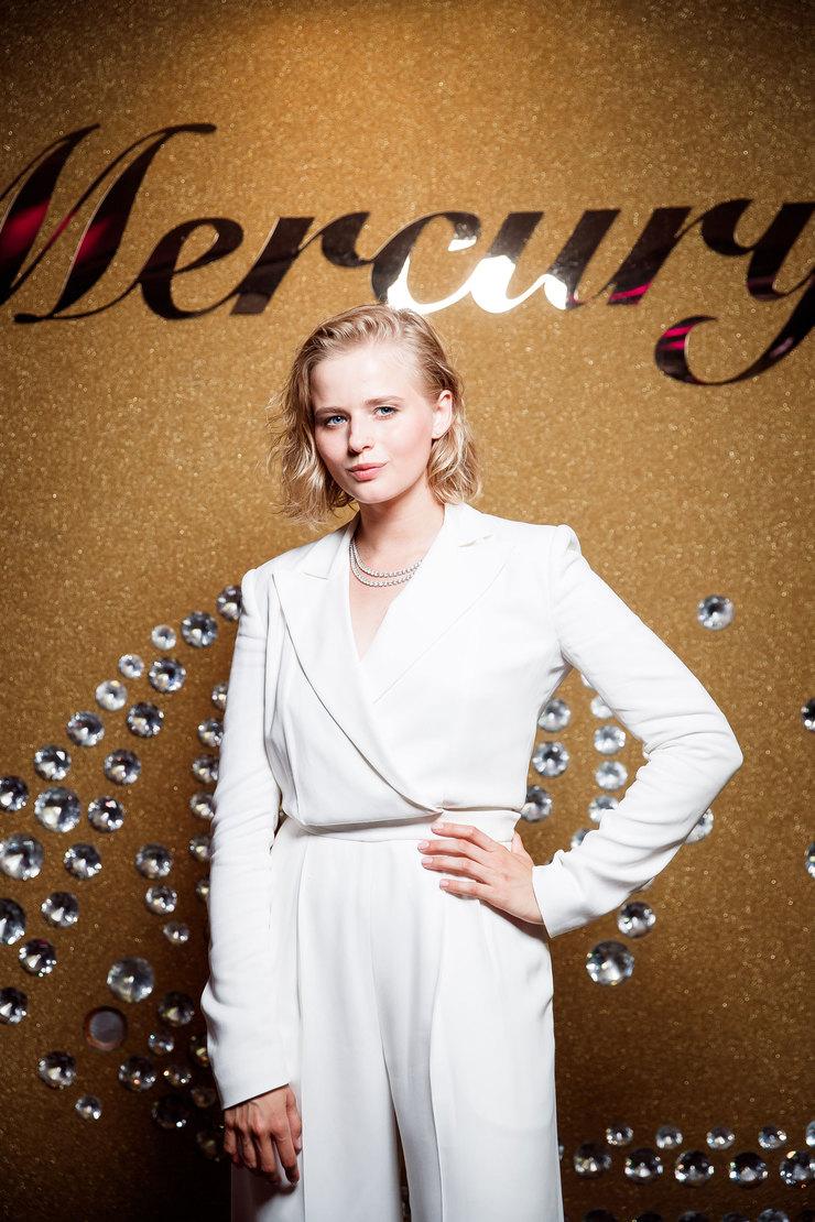 Александра Бортич вкостюме Ralph Lauren иколье Mercury изколлекции Classic избелого золота сбриллиантами