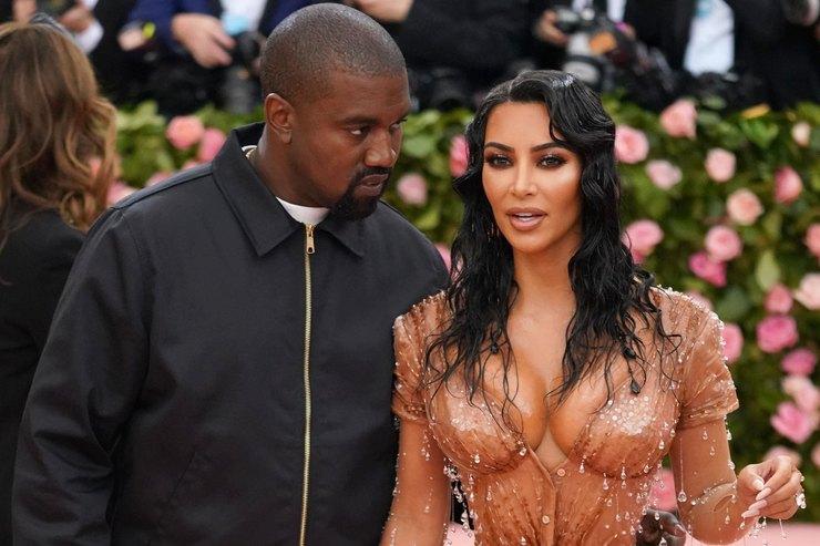 Ким Кардашьян рассказала оссорах сКанье Уэстом из-за макияжа маленькой дочери