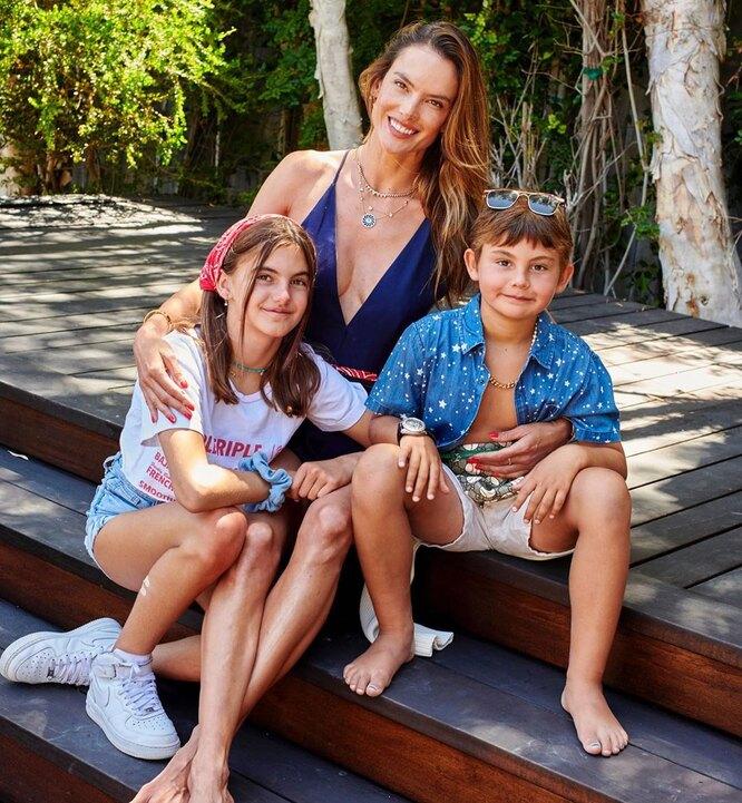 Алессандра Амбросио с детьми