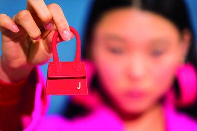 Микро–сумки: отаксессуара девушек–флепперов доКайли Дженнер