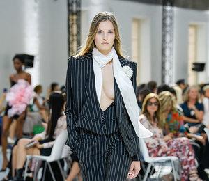 Громкий клич а- ля гарсон: показ Alexandre Vauthier Couture Осень-Зима 2019/20