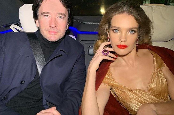 Наталья Водянова взолотом платье побывала свозлюбленным навечеринке