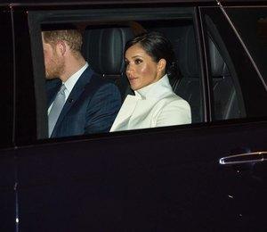 Меган Маркл во всем белом приехала с мужем в музей в Лондоне