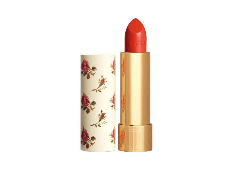 Увлажняющая помада Rouge à Lèvres Satin, 302 Agatha Orange, Gucci Beauty, около 3120 рублей, www.tsum.ru