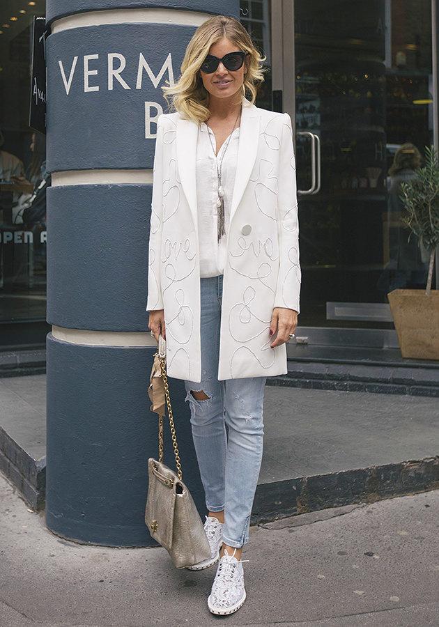 модные белые рубашки образы