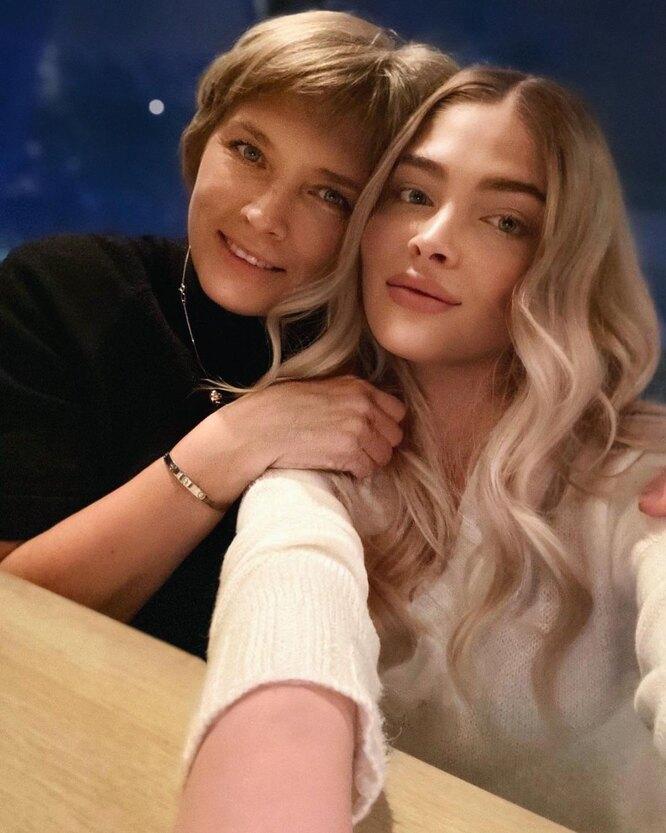 Алена Шишкова с мамой