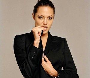 Анджелина Джоли, Тильда Суинтон и другие: учимся у звезд, как носить смокинг
