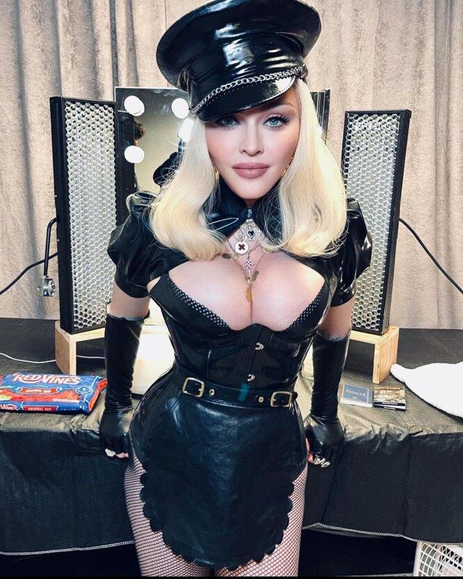 Мадонна в кожаном наряде