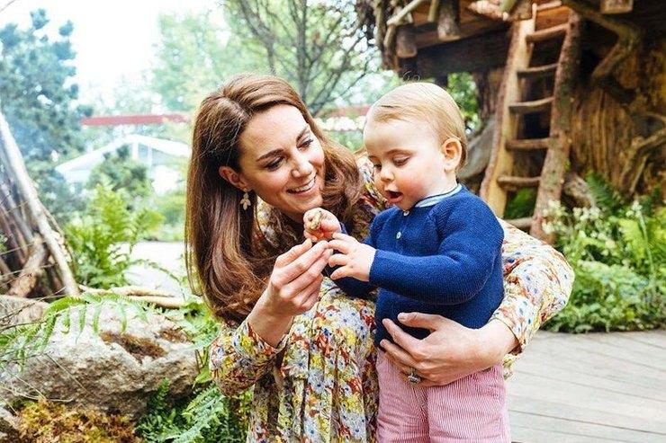 Кейт Миддлтон поиграла сдетьми вботаническом саду
