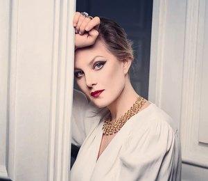 Носим «королевскую» блузу имассивное ожерелье, как Рената Литвинова