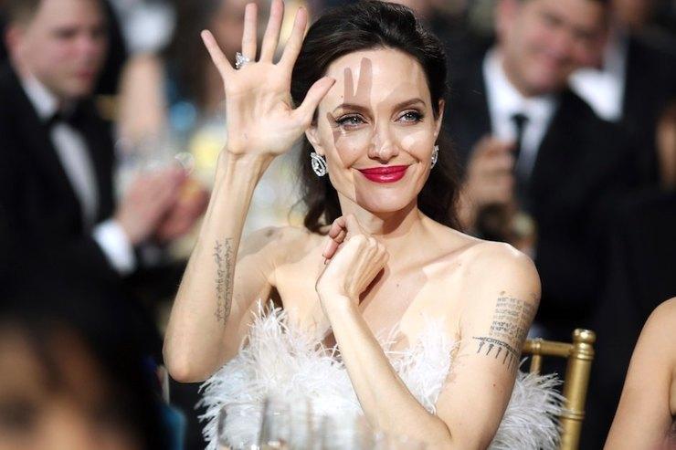 Опустила руки: Анджелина Джоли предложила Брэду Питту мир