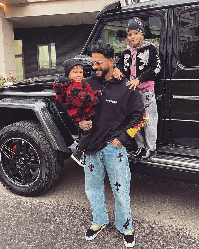 Тимати с сыном и дочерью