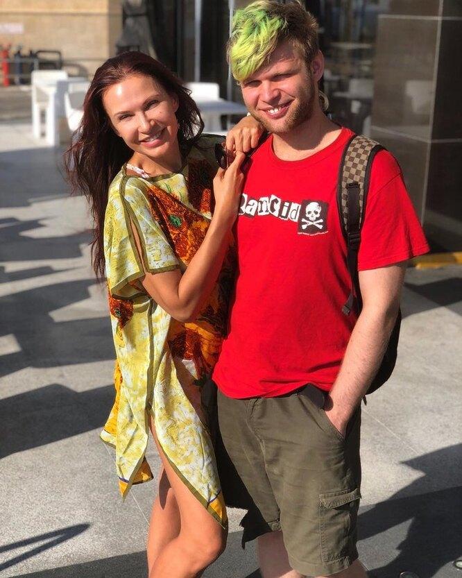Эвилина Бледанс с сыном