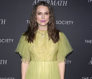 Кира Найтли «выгуляла» лимонное платье в пол на кинопоказе в Нью-Йорке
