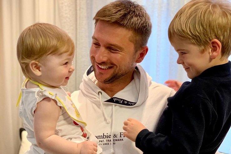 Сергей Лазарев умилил звезд снимком сулыбающимися детьми