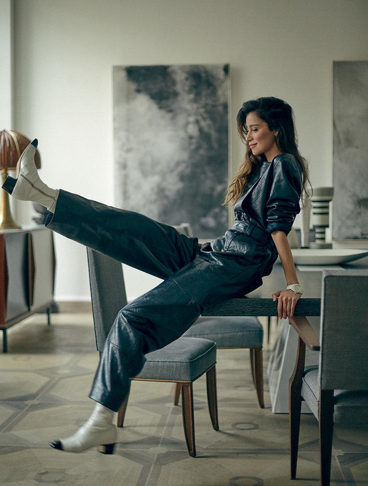 На Равшане: кожаные комбинезон иботильоны, часы изкерамики истали сбриллиантами, J12 – все Chanel