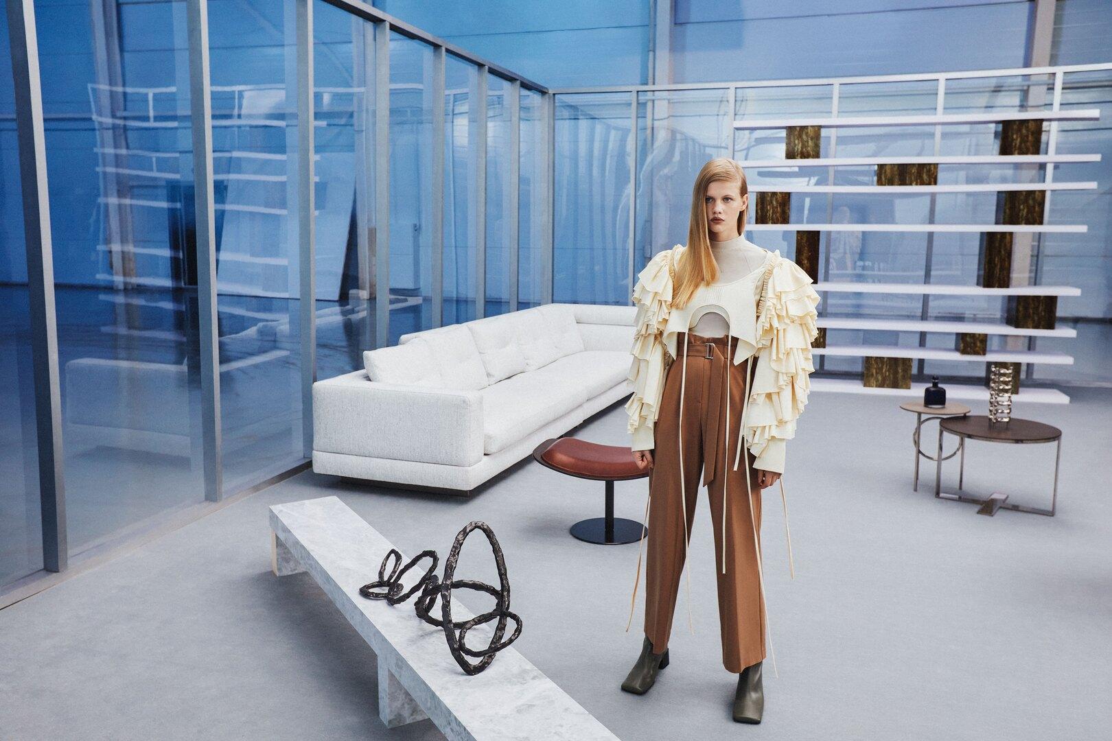 На Соне: топ Кирьякова Татьяна (Британская высшая школа дизайна), брюки Ame store