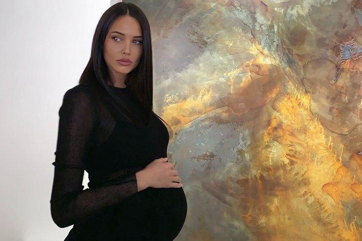 Анастасия Решетова спровоцировала слухи обеременности двойней