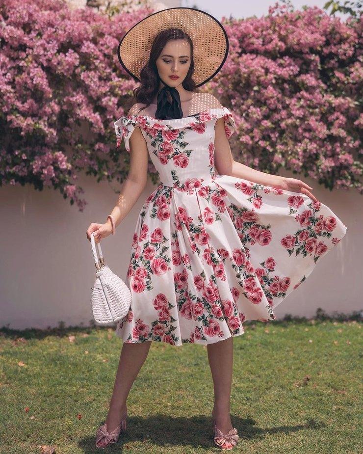 Платье в цветок и кардиган: примеряем культовое сочетание 50-х