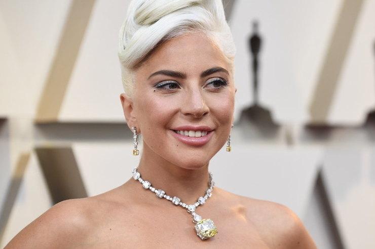 Леди Гага вколье со 128-каратным бриллиантом получила «Оскар»