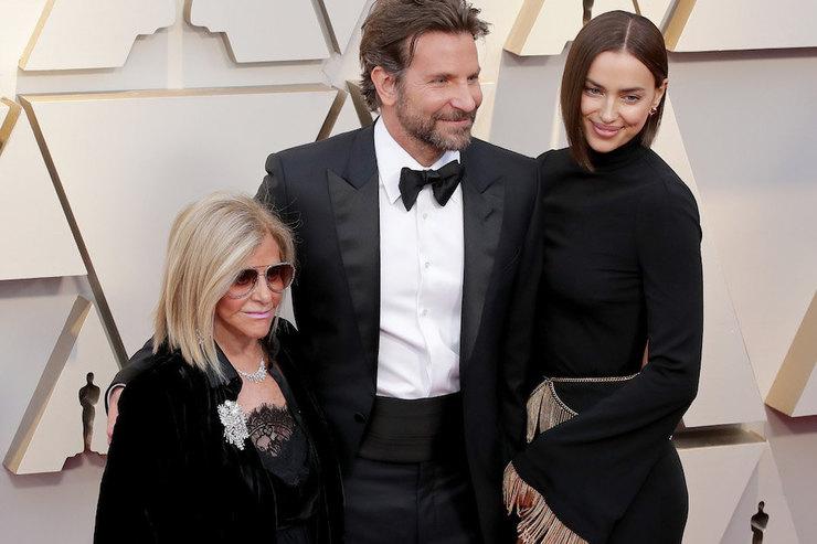 Брэдли Купер пришел напремию «Оскар» смамой иИриной Шейк