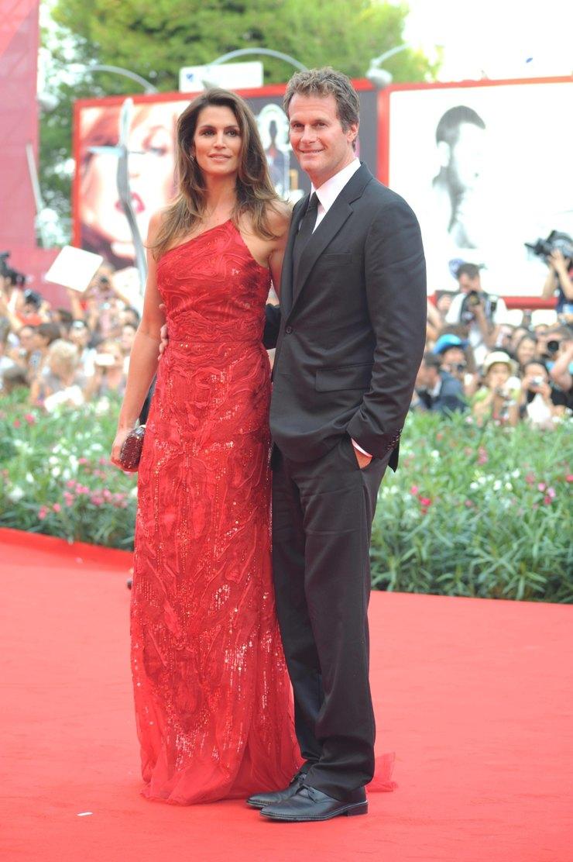 Синди Кроуфорд смужем Рэнди Гербером наВенецианском кинофестивале, 2011 год
