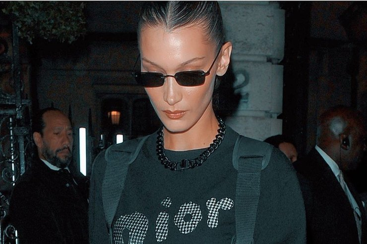 Скромно, но модно: Белла Хадид после фотосессии