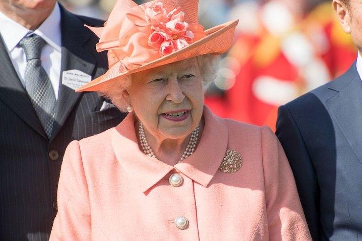 Елизавета II отменила официальный визит из-за плохого самочувствия