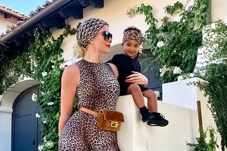 «Леопард идетеныш»: Хлои Кардашьян показала милые фото сдочкой