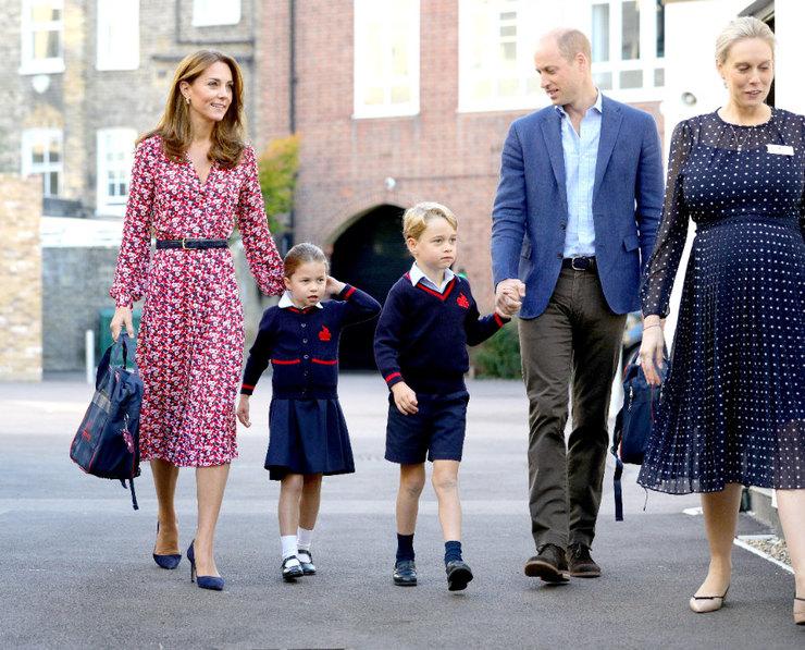Герцоги Кембриджские отводят старших детей вшколу