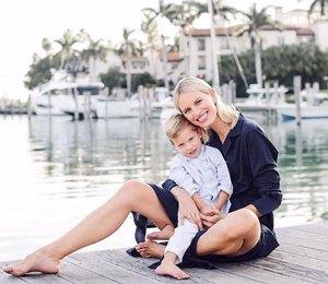 Каролина Куркова позировала смладшим сыном вМайами