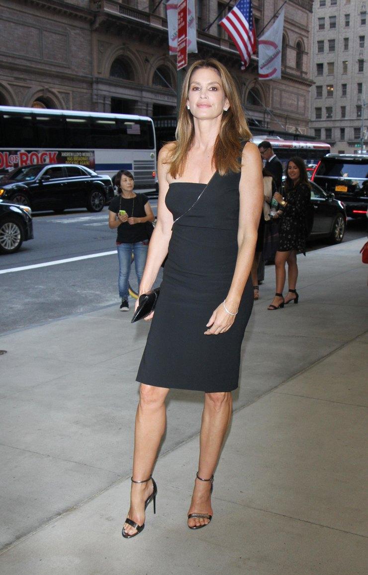Синди Кроуфорд напремии Daily Front Row Fashion Media Awards, 2016 год