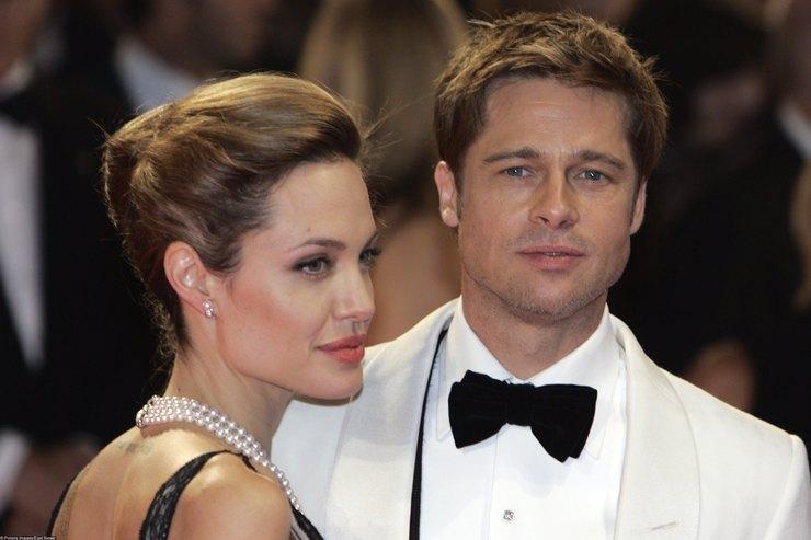 Белый флаг: Брэд Питт иАнджелина Джоли проведут рождество вместе ради детей