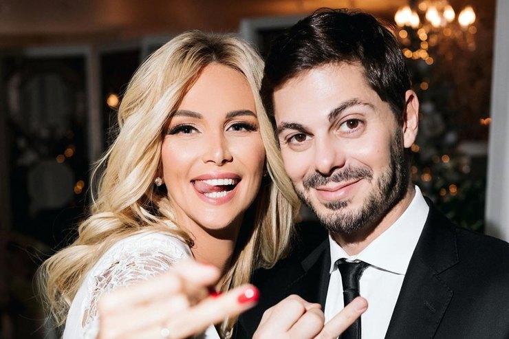 Тили-тили-тесто: первые видео стайной свадьбы Виктории Лопыревой иИгоря Булатова