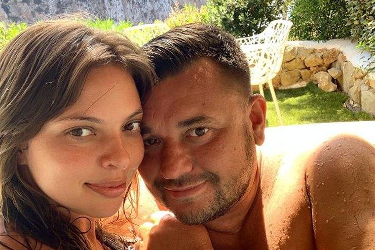 Сергей Жуков похвастался обнаженным телом жены