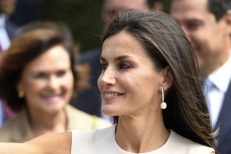Королева Летиция в«кукольном» платье отметила национальный день Испании