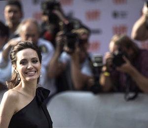 «Мама сводила концы с концами»: Анджелина Джоли о том, почему стала актрисой