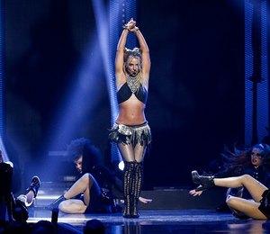 Костюмера на мыло: Бритни Спирс обнажила грудь во время выступления на сцене