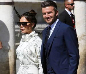 Виктория Бекхэм побывала на свадьбе в наряде, как у Меган Маркл