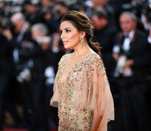 Ева Лонгория вышла в свет в нюдовом полупрозрачном платье