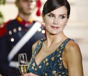 На корпоратив: 6 нарядных образов от королевы Летиции в рамках строгого дресс-кода