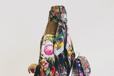 Русский дух: коллекция платков Radical Chic страдиционными рисунками Жостово