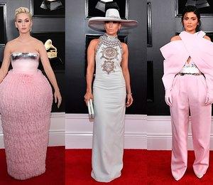 «Торт» из органзы, платье-колонна и еще 8 самых неоднозначных нарядов звезд на премиях Грэмми прошлых лет