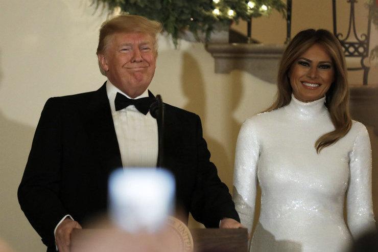 Мелания Трамп вбелоснежном сверкающем платье набалу вБелом доме