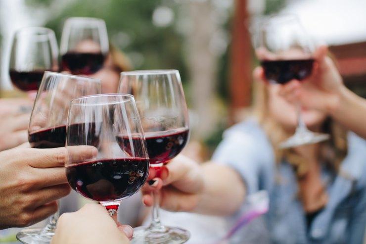 Из каких бокалов лучше пить разные виды вина идругие напитки, чтобы их вкус раскрылся полностью? Разбираемся сэкспертом!