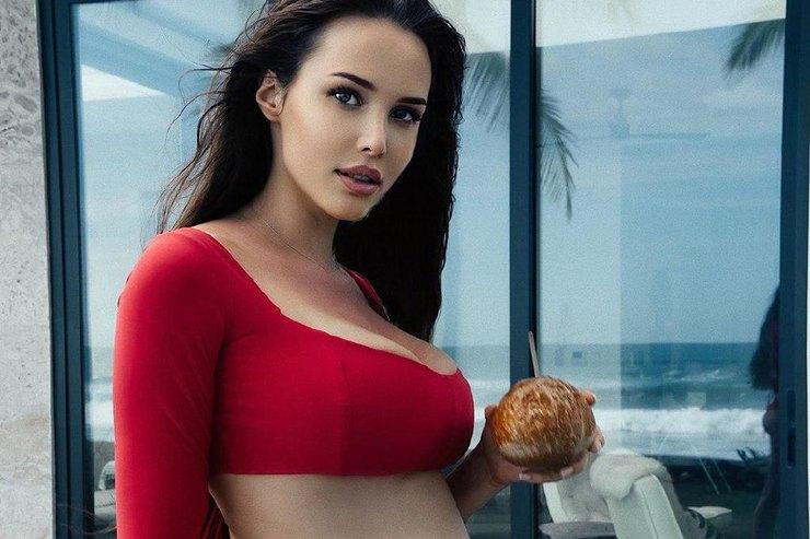 Беременная Анастасия Решетова перестала загорать изаходить вокеан