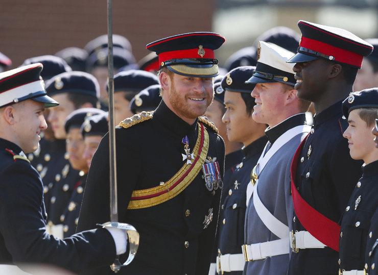Королева Елизавета II оставит принцу Гарри несколько почетных званий